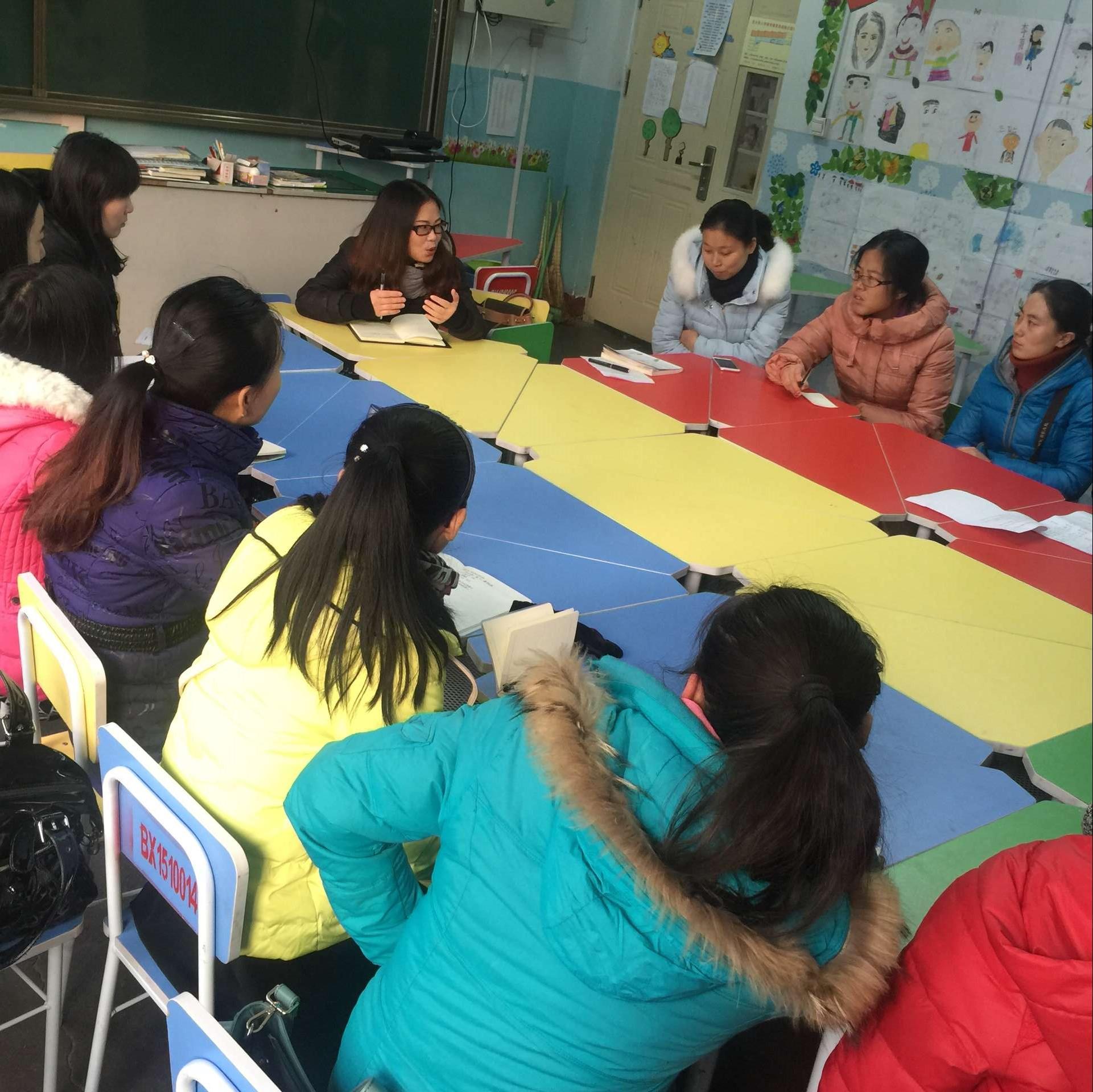 种子教师进行日有所诵课程交流