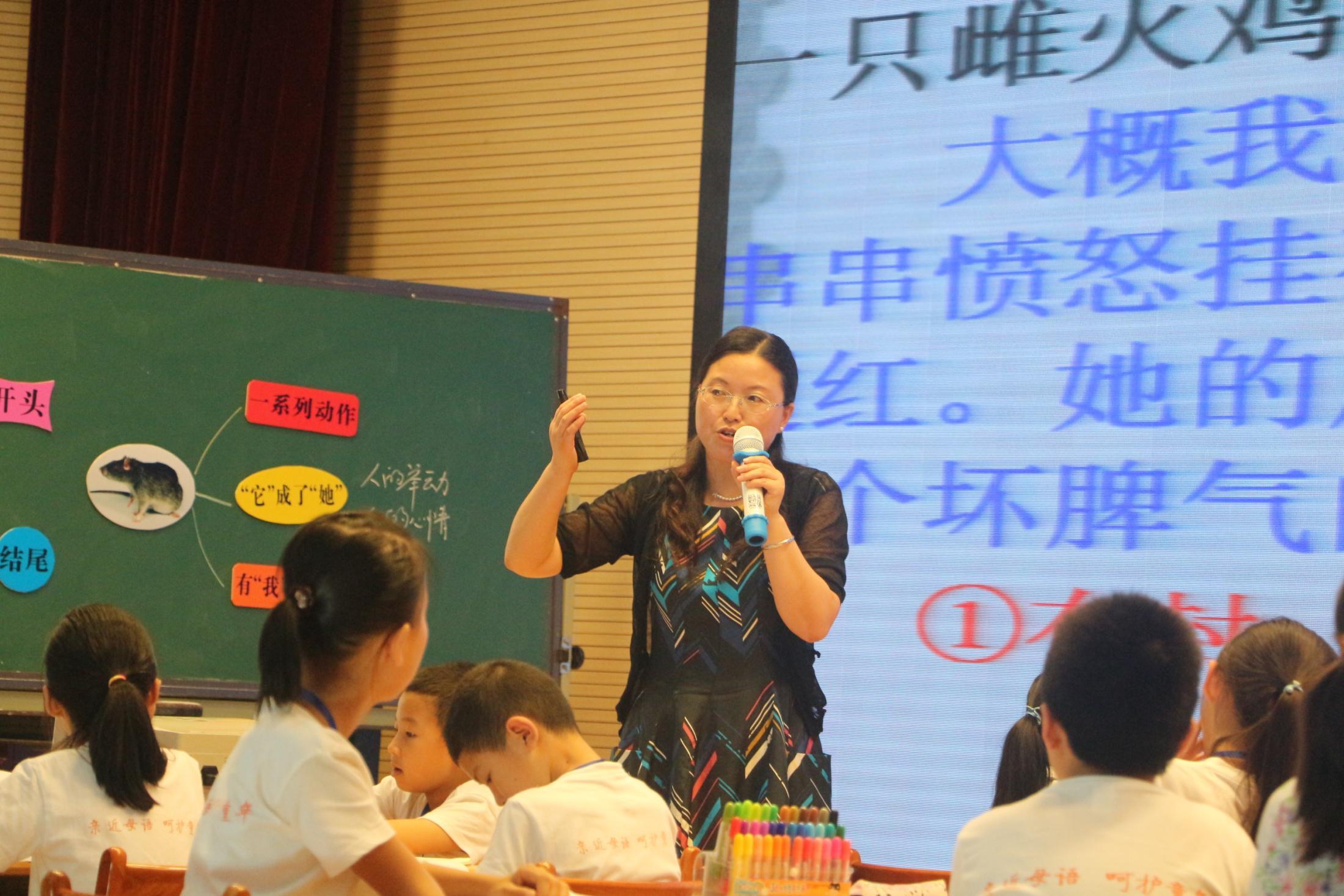 邵龙霞老师的动物素描写作研讨课,从欣赏一组列那尔动物小品开始,